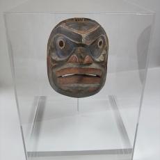 mask-display-case